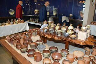 黒石豊岡で烏城焼陶器祭り開幕、18日まで