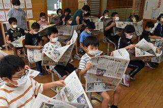 面白い記事探そう 市浦小児童が本紙企画挑戦