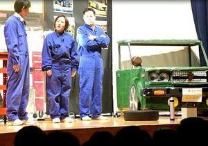 弘前東高校で毎年、卒業式を前に3年生を対象に上演する演劇の一幕。社会人としてのルールやマナーをテーマにしている