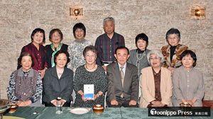 結成65周年を迎え合同歌集を発行した木崎野短歌会の会員たち