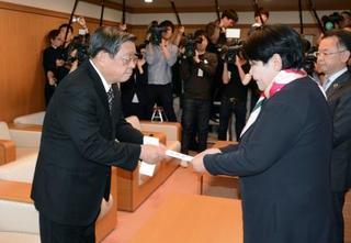 堺市長が辞職へ、政治資金問題で