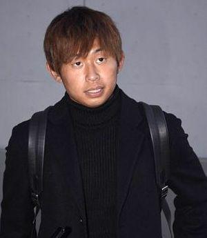 埼玉スタジアムを訪れ、母校の優勝を見届けたJ1神戸・郷家=14日