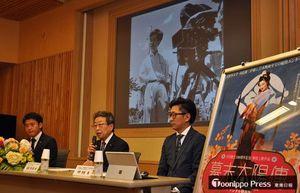 川島監督の生誕100年記念事業を発表する(右から)中野部長、高瀬委員長、宮下市長