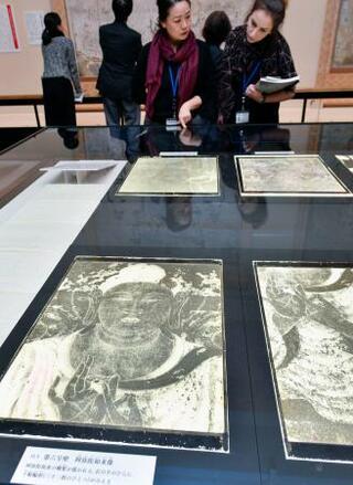 法隆寺壁画のガラス原板公開