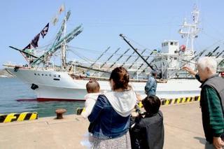 サンマ船、公海漁へ出港