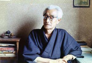1975年ごろ、76歳ごろの一戸謙三。木造町(現つがる市)の自宅で(個人蔵)