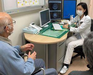陸前高田での診療を経験し、老年医学の道に進んだ石木愛子医師(奥)=同医師提供