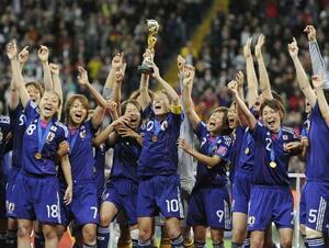 サッカー女子W杯で初優勝し、喜ぶ日本代表=2011年7月、フランクフルト(共同)
