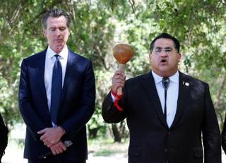 米の加州知事、先住民に公式謝罪