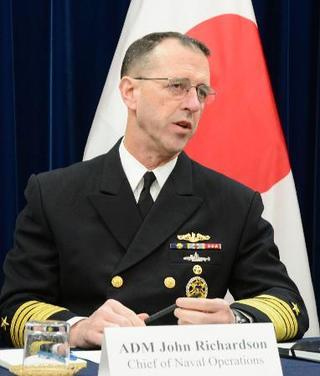 米海軍トップ、日韓関係改善を