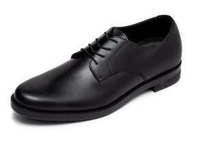 インフォムが発売した歩くたびに靴の中の湿った空気を換気する紳士靴「AIR'S 風の靴」