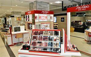 資生堂など有名ブランドの化粧品ブースが並ぶ「コスメティックステーション OKIDATE」