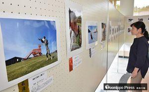 駒っこランド写真コンテストで入賞した14点などが並ぶ作品展