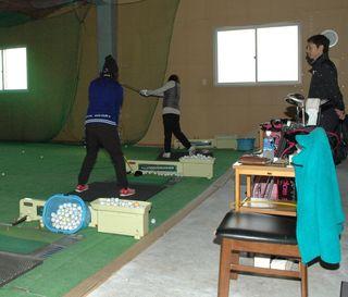 快適な室内練習場でレベルアップ♪ 女子ゴルフ冬期限定レッスン!