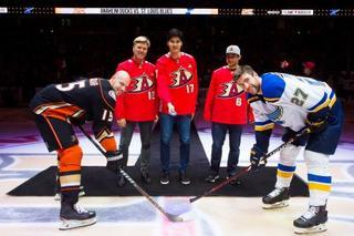 大谷翔平、NHLで始球式