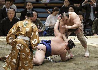 平成最後の場所、安美錦通算900勝で勝ち越し