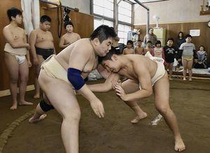 稽古始めで汗を流す五所川原相撲教室の子どもたち
