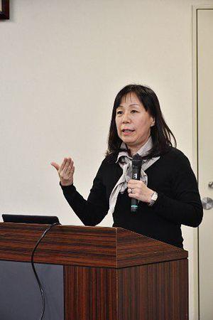 ギャンブル依存症の家族対応について講演する田中代表理事