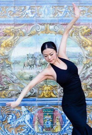 スペインで踊りを披露する工藤さん(本人提供)