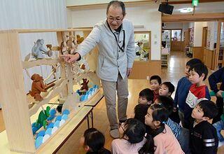 高橋さんの木のからくり作品 保育園で披露