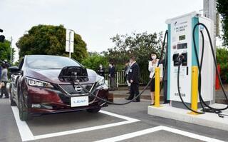 横浜の公道に全国初のEV充電器