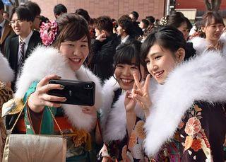 大人の自覚胸に青森県20市町村で成人式
