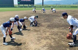 八学大の岩手出身野球部員、古里で野球教室