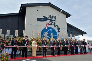 八戸の新鮮魚介販売拠点「みなとっと」オープン