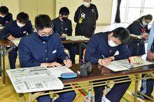 新聞の見方など学ぶ、市浦中で東奥日報出前授業