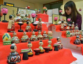 春色鮮やか「ひなこけし」津軽こけし館で展示即売/黒石