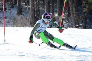 【女子回転】2本目で逆転し、1年生ながら大回転との2冠を達成した宮川(横内)=大鰐温泉スキー場