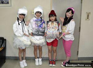 右から「アルプスおとめ」の外崎さん、須藤さん、「ライスボール」のよぉさん、みぃさん