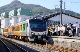 大湊線、開通100年で記念列車