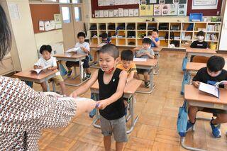 心躍る、夏休み 県内小・中学校で終業式