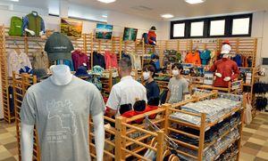 4日、西目屋村の「道の駅 津軽白神」内にオープンするモンベルコーナー