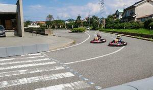 公道レースで使うカートの試験走行=島根県江津市(A1市街地レースクラブ提供)