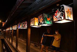 こみせ通りにずらりと飾られている、子どもたち手作りのねぷた灯籠