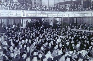 弘前にかつてあった劇場「弘前座」。昭和前期ごろの風景