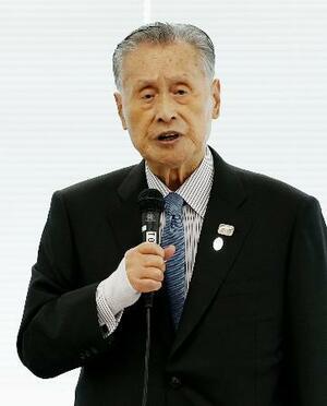 東京五輪・パラリンピックの延期が決まったことを受け開かれた再スタート本部の初会合であいさつする組織委の森喜朗会長=26日午後、東京都中央区