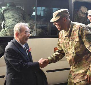 米太平洋空軍司令官が三沢市長訪問 意思疎通重視の意向