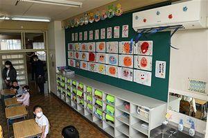エアコンが稼働した朝陽小の教室=1日午前