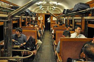 レールの音枕に心地よく 夜行列車イベント62人満喫