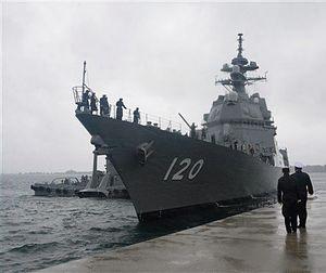 むつ市の海上自衛隊大湊基地に入港する新護衛艦「しらぬい」=11日午前9時40分ごろ