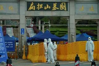 中国当局、コロナ死者の遺族監視