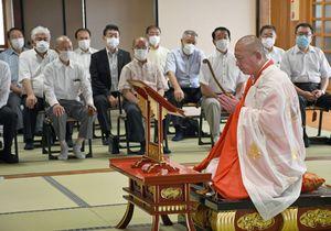 県警OBらが参列した斎藤巡査の供養祭