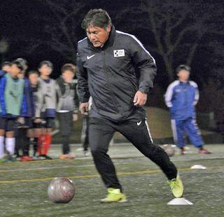 手倉森浩さん熱く指導 故郷でサッカークリニック