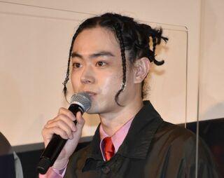菅田将暉、斬新なドレッドヘア披露「かわいすぎん!!!」「どんな髪型も似合う」の声
