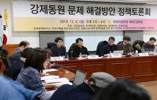 韓国の国会議長、徴用工側と対立