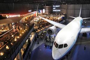 中部空港内に開業した新複合商業施設「フライト・オブ・ドリームズ」=12日午前