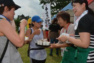 学園祭のような充実感!「十和田湖ウォーク応援ミニツアー♪」